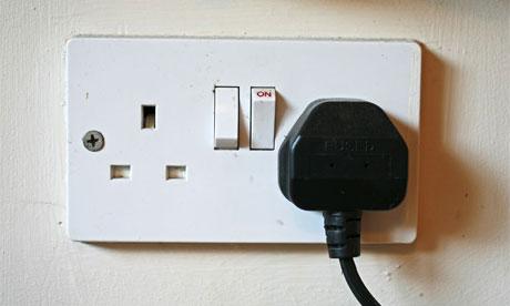 Enchufes de tres clavijas con sus interruptores. Foto cortesía de Guim.