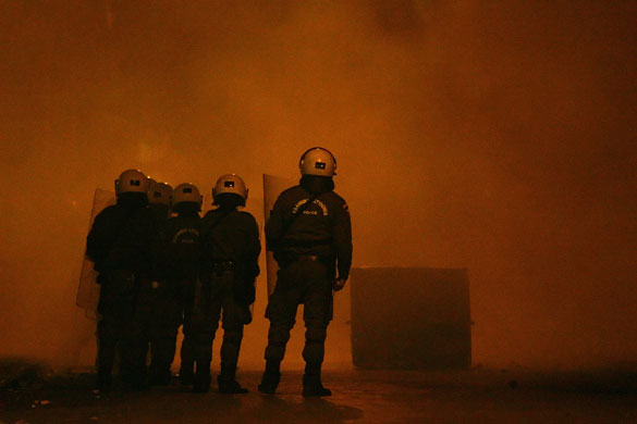 https://i1.wp.com/static.guim.co.uk/sys-images/Guardian/Pix/pictures/2008/12/10/1228906521536/Gallery-Greek-riots-Riot--009.jpg