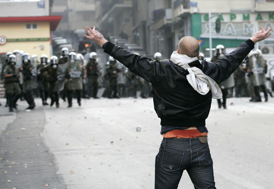 https://i1.wp.com/static.guim.co.uk/sys-images/Guardian/Pix/pictures/2008/12/8/1228730240790/Gallery-Riots-in-Athens-A-006.jpg
