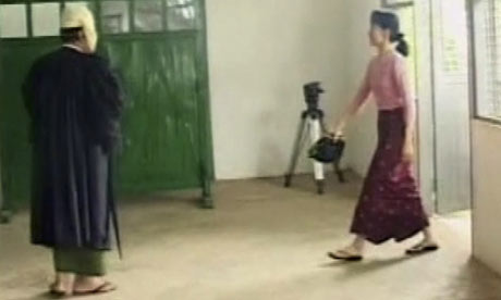 Aung San Suu Kyi arrives for her trial at Rangoon's Insein Prison