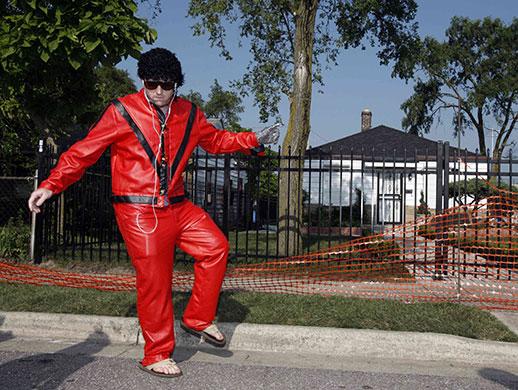 Michael Jackson memorial: Joe Gasmann dances outside Michael Jackson's childhood home in Gary