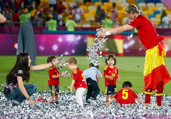 sport22: Spain's Torres celebrates