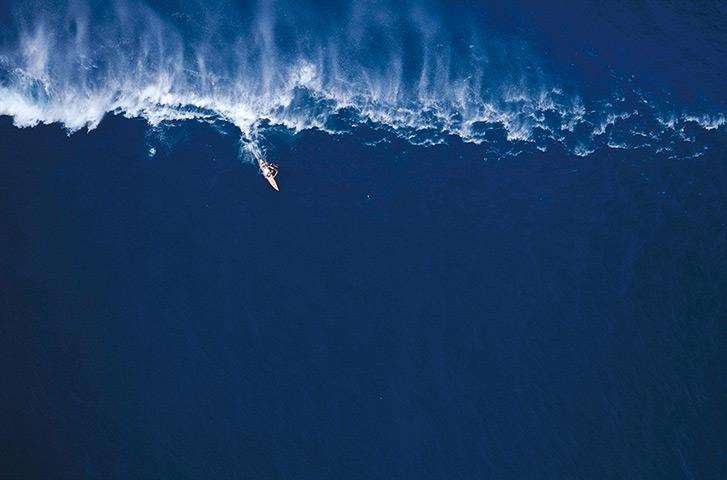 Garrett McNamara : Garrett McNamara Surfing at Avalanche