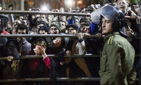 Iranians watch hanging