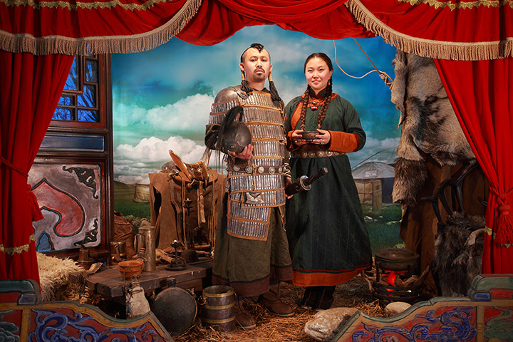 Maleonn's studio mobile: A couple in historical dress