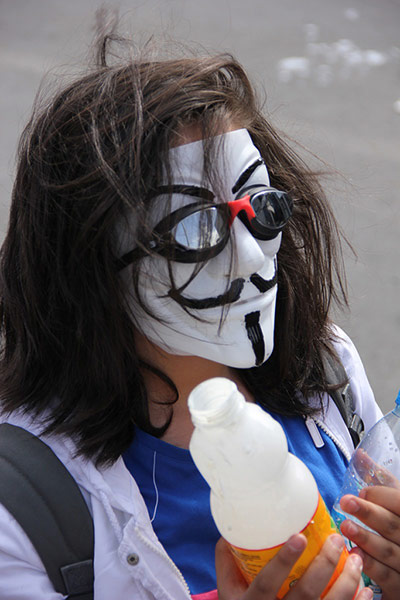 Turkey demonstrations: girl with vendetta mask