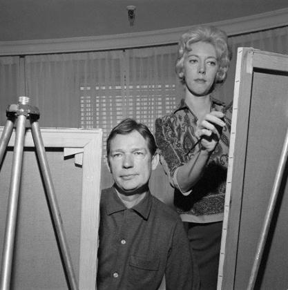 Walter e Margaret Keane trabalham lado a lado em 1961. Foto: Bettmann / Corbis
