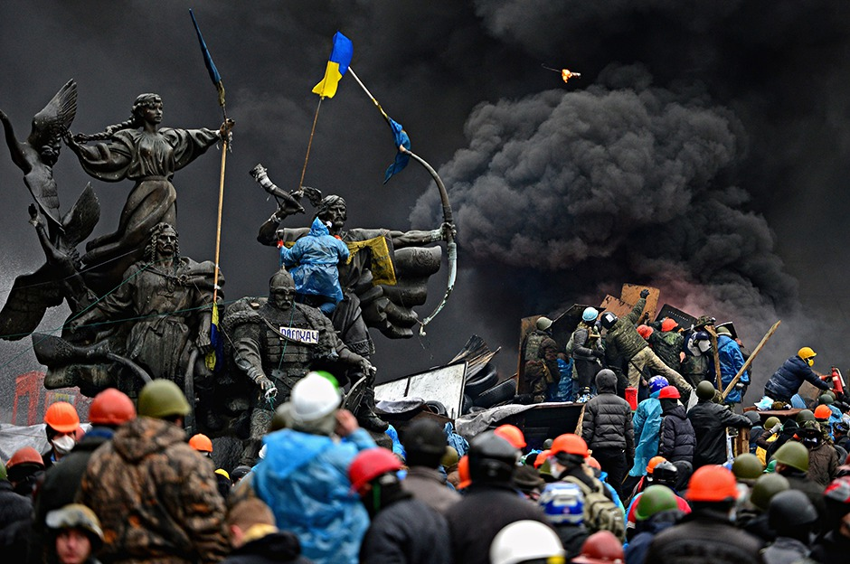 Protesters rally round the monument to founders of Kiev in Independence square
