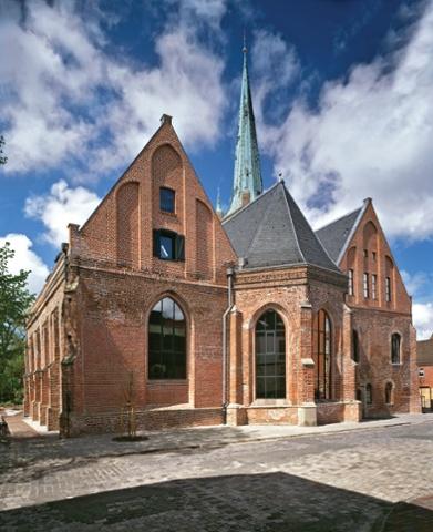 Johannes A. Lasco Bibliothek, Emden - Alte Kirche Emden Architektur: Jochen Bunse (Bj.1995)