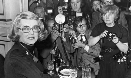'Sharp-elbowed': Jane Bown among a scrum of male photographers fighting for a shot of Bette Davis at