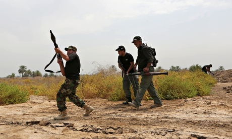 Iraqi Shia fighters make their way to the front line to fight militants from the Islamic State group