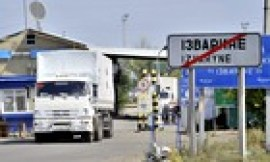 A Russian aid convoy truck crosses the Ukrainian border at Izvarino checkpoint