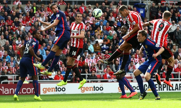 Sunderland's Jack Rodwell gets some height and is rewarded with his equalising goal.