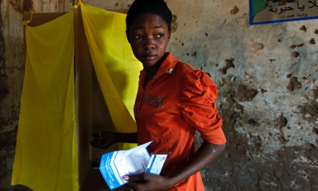 Southern Sudanese woman votes