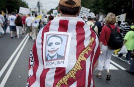 Tea Party protest in Washington, Obama as socialist
