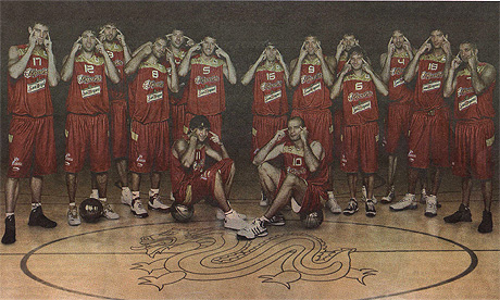 Spanish basketball team pictured with slitty-eyed gesture
