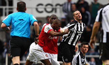 Abou Diabys red card offe 007 Newcastle 4   Arsenal 4 hailed as the comeback of the season & Fernando Torres tipped to start in a front 3 for Chelsea v Liverpool