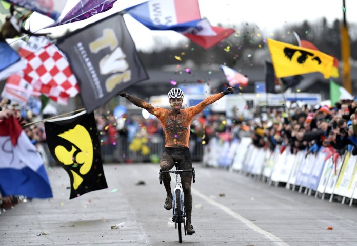 No meter from the head and cross done after one lap: Mathieu van der Poel degrades the Belgians and wins cyclocross world championships