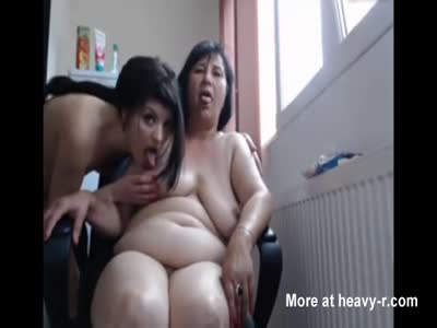 Mom And Daughter Have Sex In Webcam Show