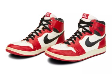 """One of MJ's Earliest Game-Worn """"Chicago"""" AJ1s Are Up for Auction"""