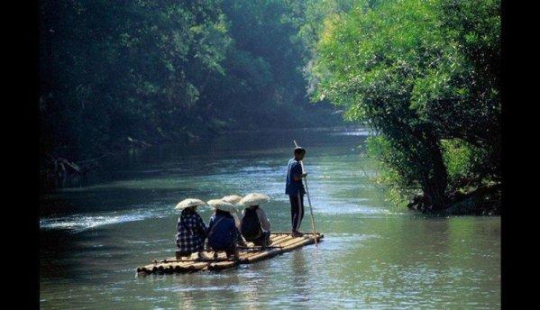 Construite din bâte de bambu unite puternic, traversează râurile imense în expediții cu siguranță deplină. Sunt utilizate în mod obișnuit în țări din Asia, cum ar fi Thailanda, sau America Latină, precum Peru.