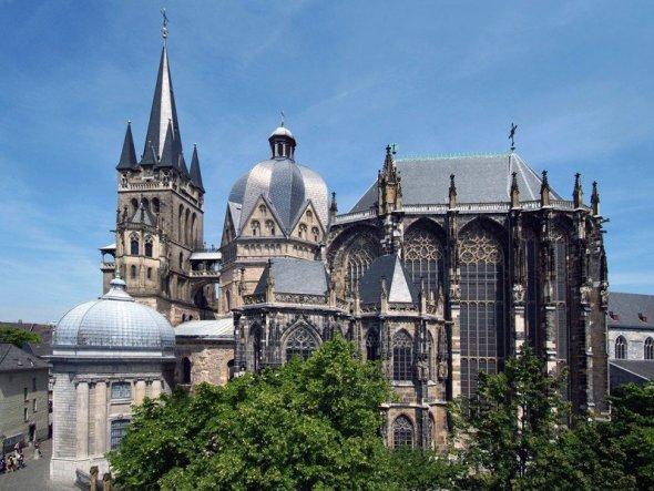 Catedrala din Aachen a fost în 1978 primul bun cultural german Patrimoniu Mondial.