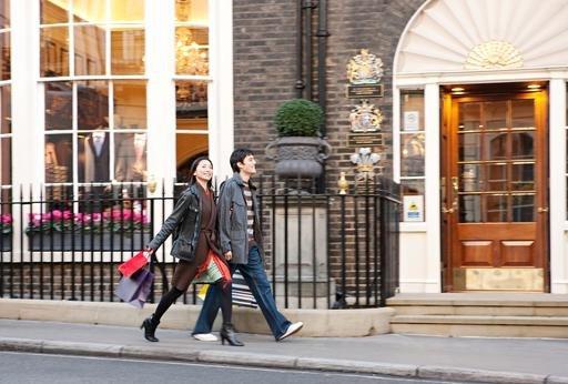 Turiștii asiatici reprezintă cel mai mare grup amator de shopping.