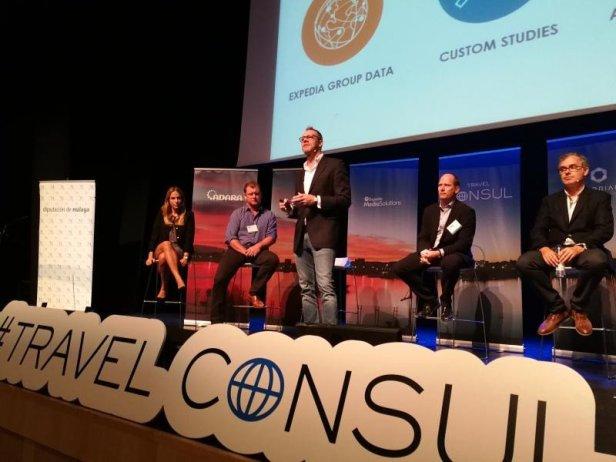 Andrew van der Feltz, de la Expedia Media Solutions, în timpul unei prezentări la Malaga Costa de Sol Marketing Summit.
