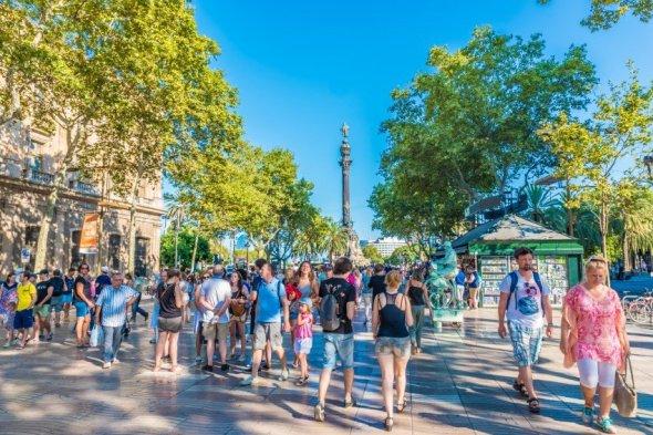Unele dintre cele mai populare orașe din lume, cum ar fi Barcelona, au primit adevărate valuri de turiști în ultimii ani care, uneori, au deranjat rezidenții.