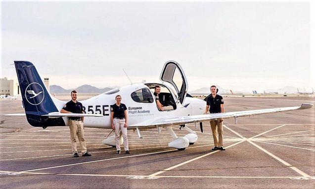 Studenți de zbor cu Lufthansa Aviation Training la European Flight Academy.