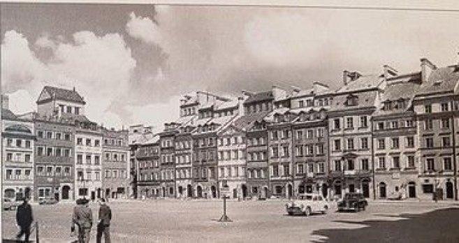 … Și replica care a fost construită după Al Doilea Război Mondial.