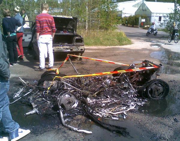 Mopoauton jämät: jäljelle jäi siis kasa purkkaa, arvasin oikein.