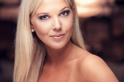 Venla Nikulainen, 175cm/25 vuotta