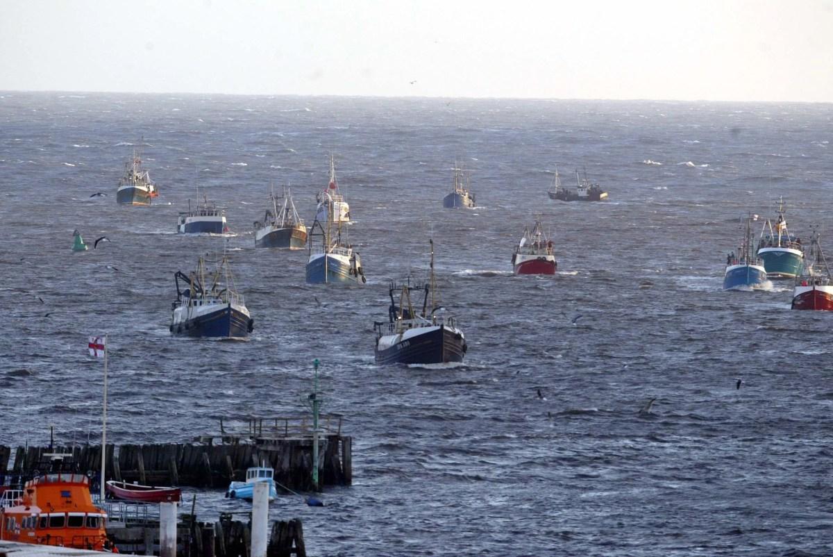 , French fishermen warn UK blockade could start tomorrow and target Christmas supplies, The Evepost BBC News