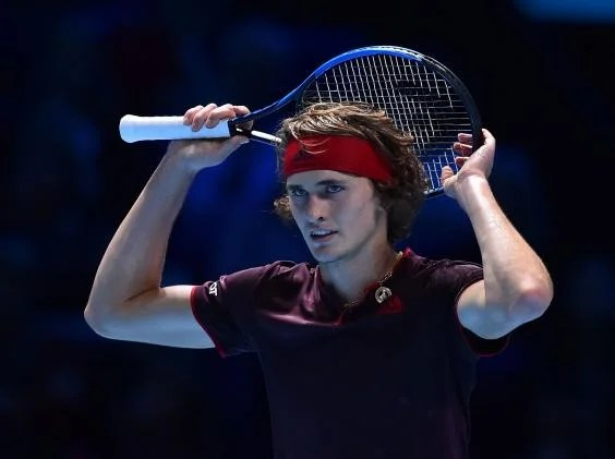 a zverev - Roger Federer sees off Alexander Zverev to book his place in the last four of the ATP Finals in London