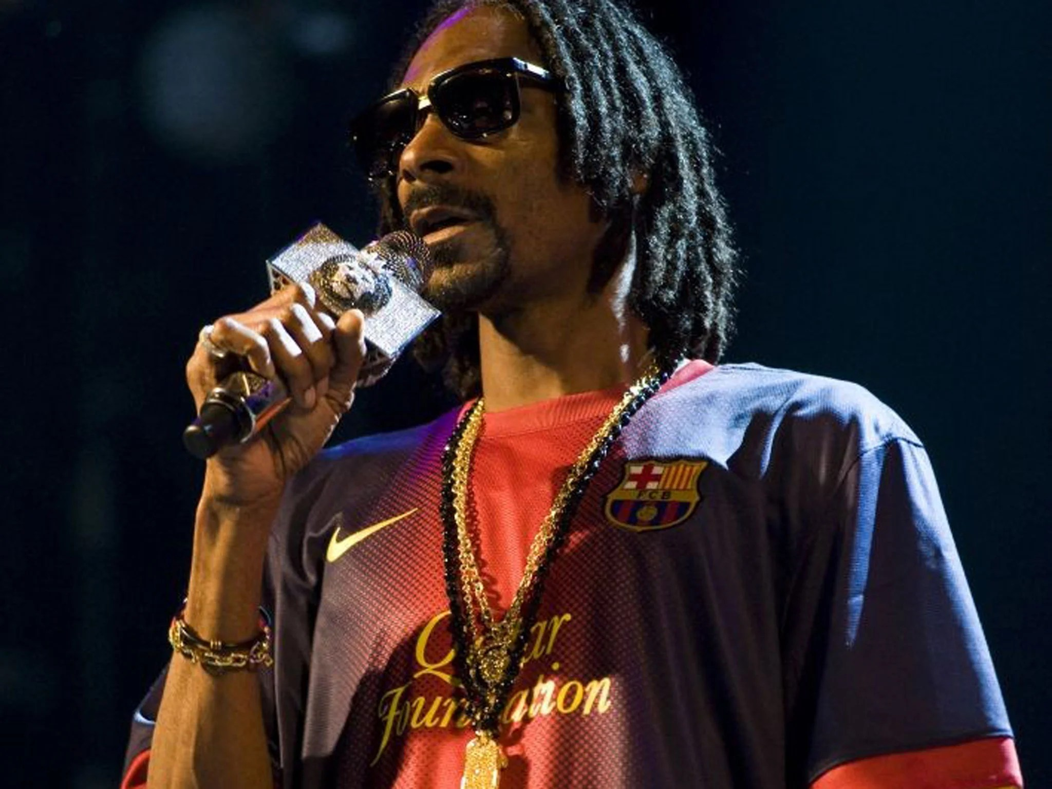 Snoop Dogg Urges Rappers To Help End Gun Crime In The US