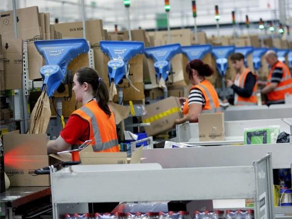 Amazon prepares to hire extra staff for Christmas season ...