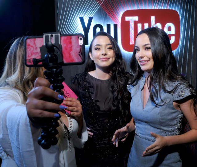 Internet Personalities Veronica Merrell L And Vanessa Merrell Attend The 6th Annual Streamy Awards