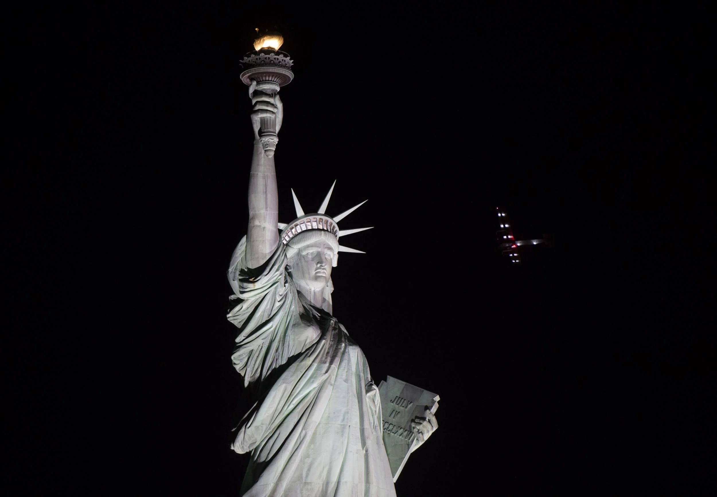 Statue Of Liberty Goes Dark In Unplanned Outage As Women S March Campaigners Claim Show Of
