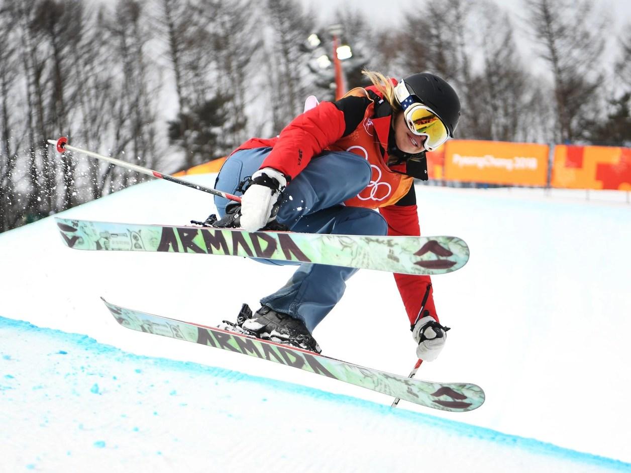 スワニーは、スキーのハーフパイプでトリックを行わずにジャンプ後にジャンプを完了した