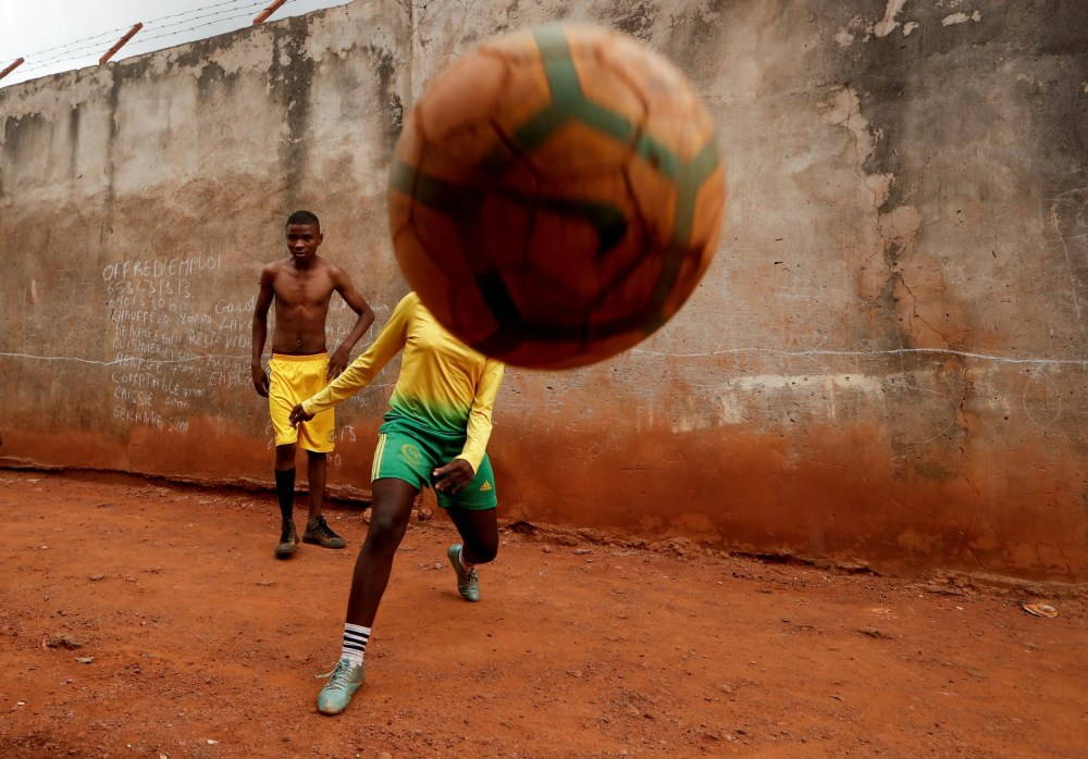 This image has an empty alt attribute; its file name is cameroon-girls-football-08-0.jpg