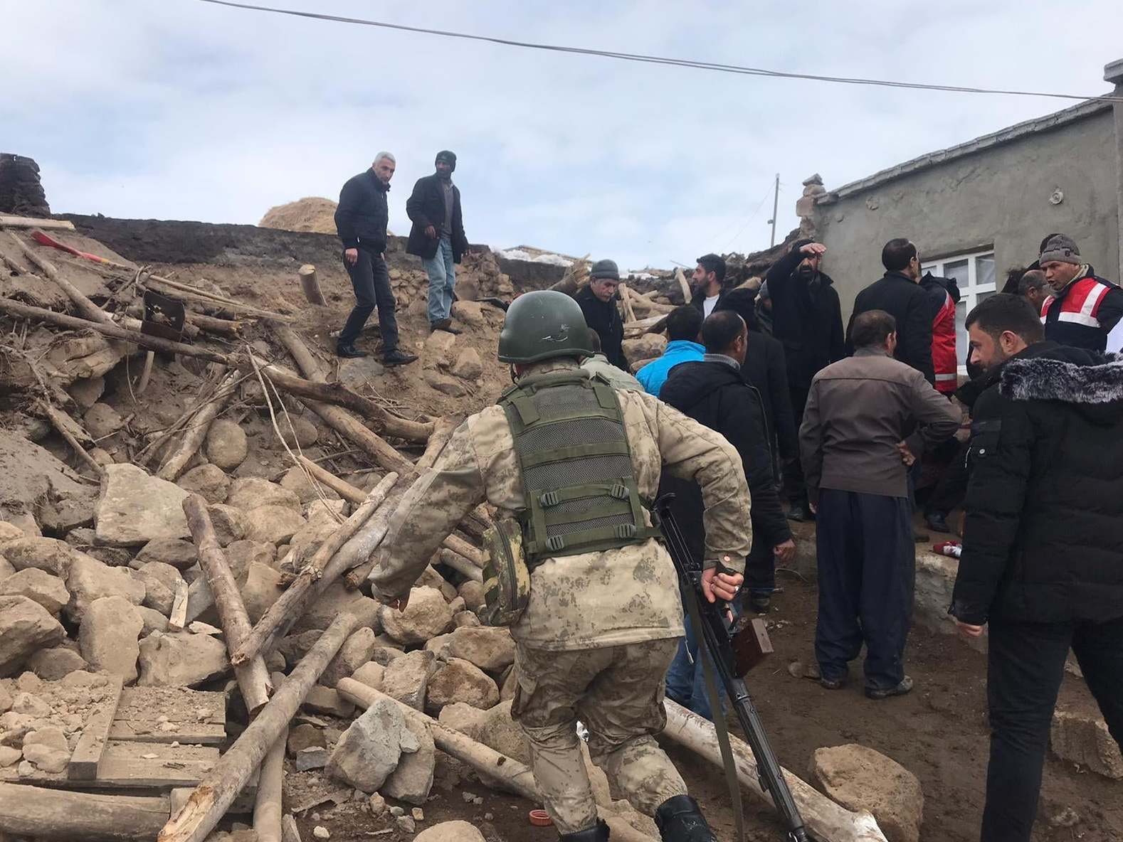 Earthquake in Turkey: eight died during a magnitude 5.7 earthquake near the border with Iran