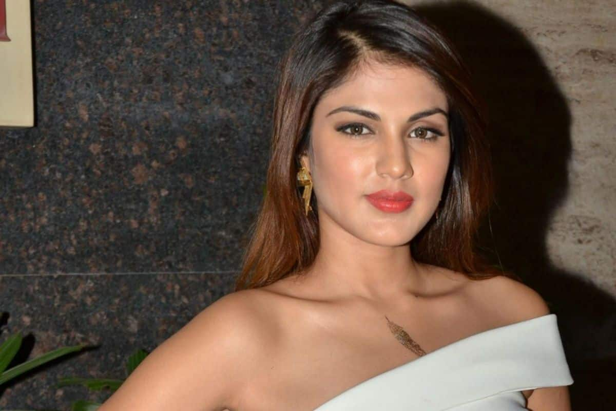 Rhea Chakraborty Pens Note On Coronavirus Crisis