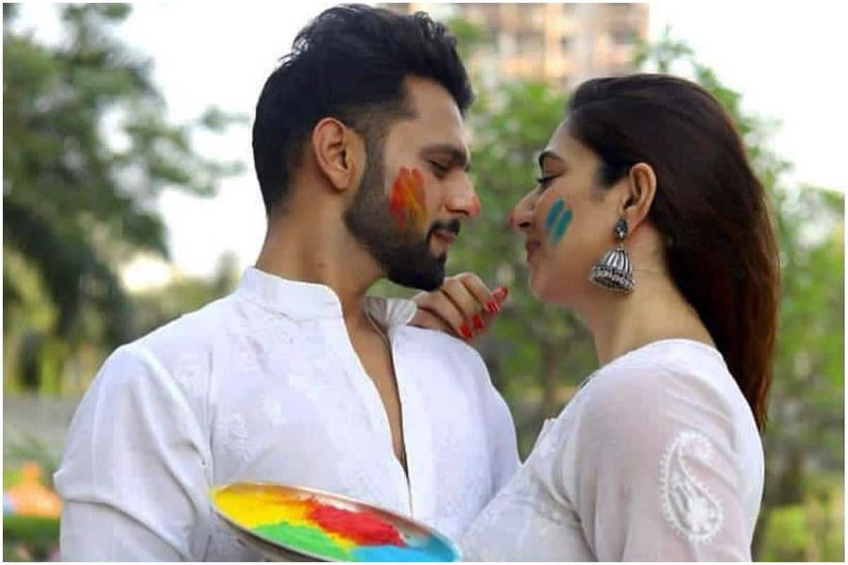 Rahul Vaidya Kisses Disha Parmar in a Special Picture as They go Cosy And Romantic on Holi