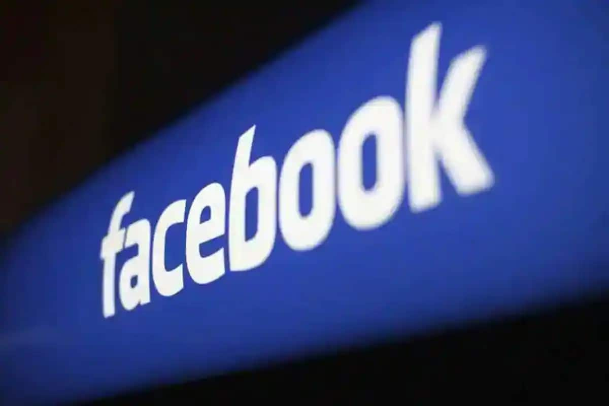 Facebook May Soon Launch Its First Smartwatch with Detachable Camera: Report