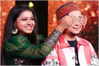 Arunita Kanjilal Learns Harmonium From Pawandeep Rajan, Mesmerises Audience With Her Performance
