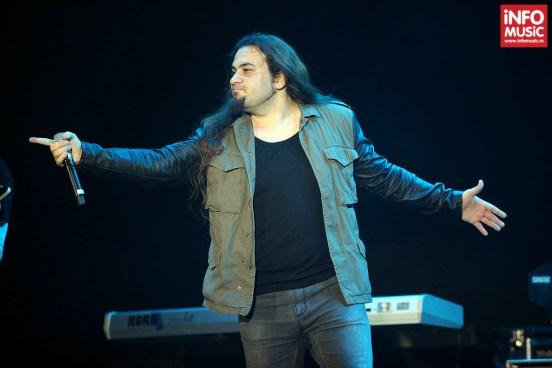 """Alin """"Coiotu"""" Dincă (Trooper) în deschiderea concertului Scorpions de pe 14 decembrie 2013"""
