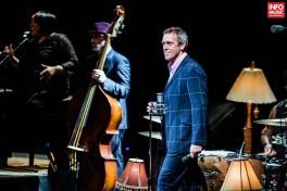 Hugh Laurie with the Copper Bottom Band în concert la Sala Palatului pe 12 iulie 2014