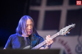 Basistul John Myung în concertul Dream Theater de la Romexpo București pe 28 iulie 2014