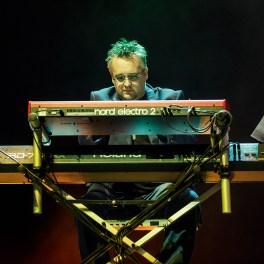 Simon Carter - Concert The Dire Straits Experience la Sala Palatului pe 20 martie 2016